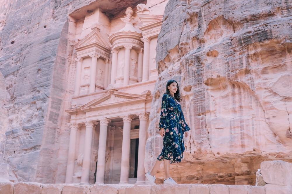 Jeune fille à Petra en Jordanie
