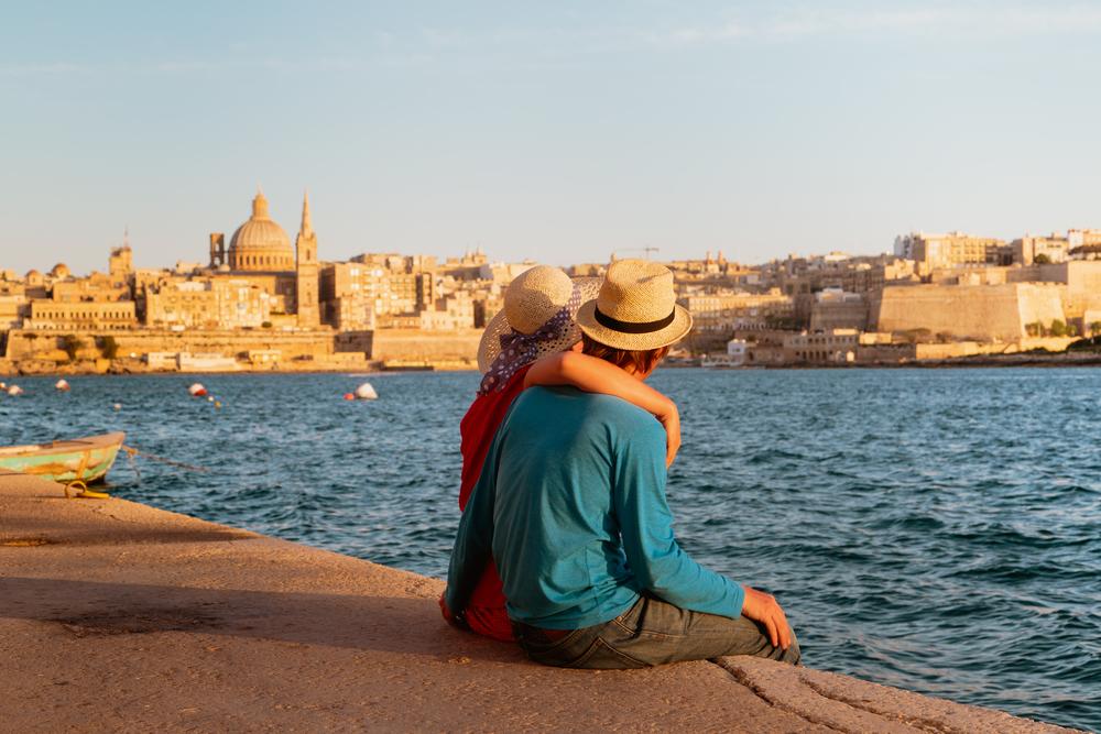 Un couple en vacances à Malte en septembre