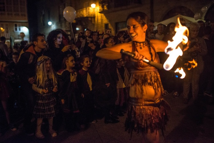 Célébration de Samaín dans les rues de Galice en Espagne