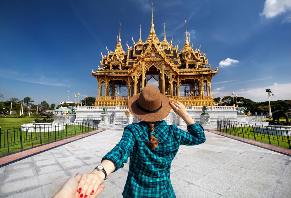 Jeune femme visitant la Thaïlande