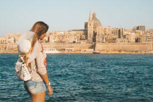 Jeune femme à Malte