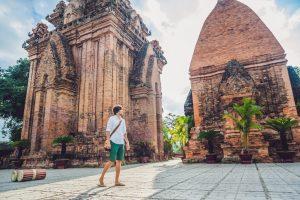 Jeune homme visitant le Vietnam