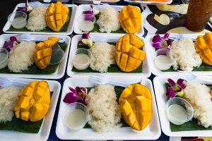 Snack typique de Bangkok, riz mielleux et mangue